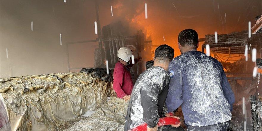 Fethiye'de sera naylonu satan iş yerinde çıkan yangın söndürüldü