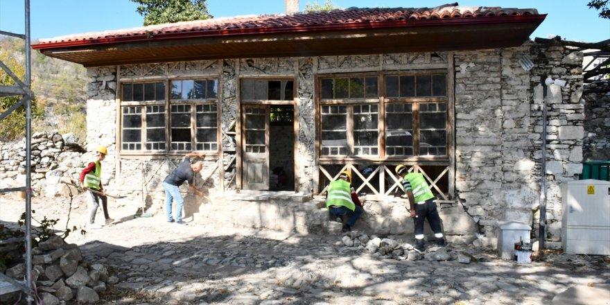 Muğla'daki Stratonikeia Antik Kenti'nin asırlık kahvehanesi restore ediliyor