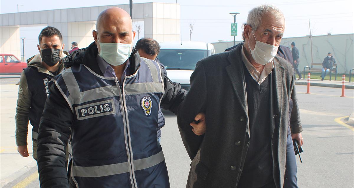 Manisa'da başkalarına ait gayrimenkulleri sahte kimlikle satmaya çalışan 2 şüpheli yakalandı