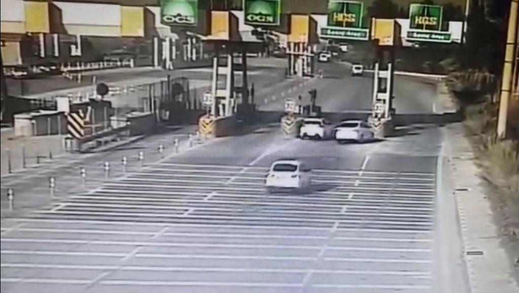 Aydın'da aracıyla önüne geçtiği otomobilin gişeye çarpmasına neden olan sürücü tutuklandı