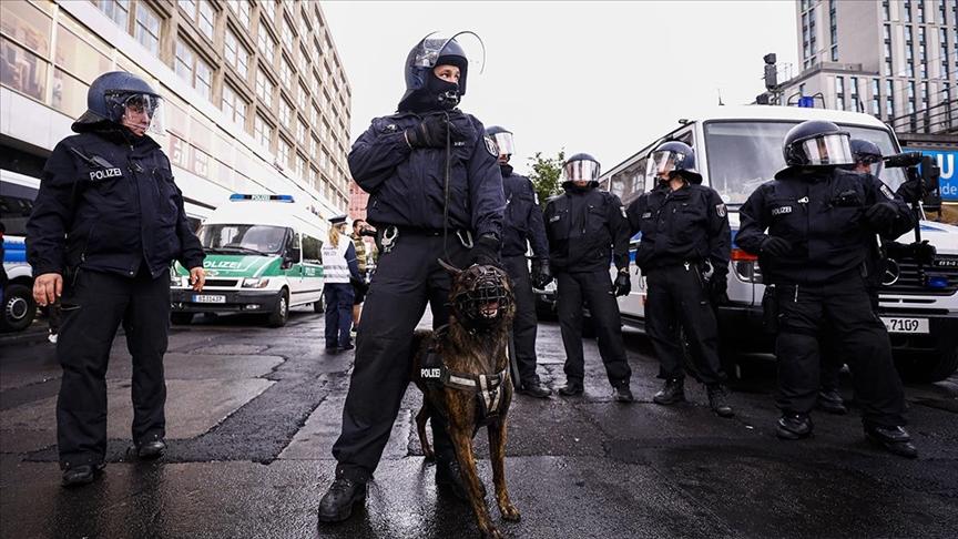 Almanya'da polis Türk aileyi hastanelik etti