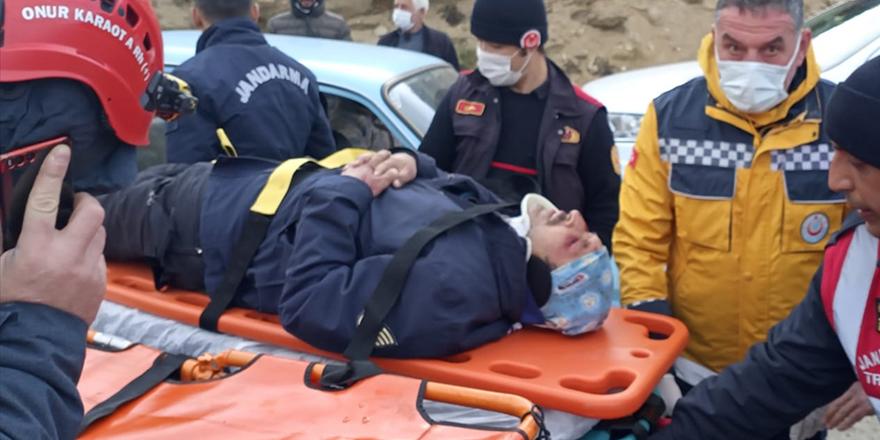 Ödemiş Bozdağ'da yüksekten düşerek yaralanan 2 kişiyi AFAD kurtardı