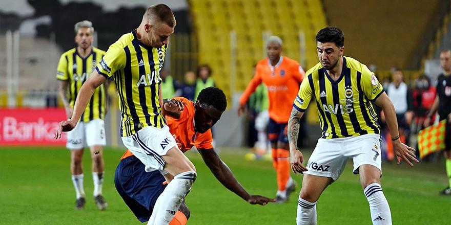 M. Başakşehir Fenerbahçe'yi Kadıköy'de 2-1'le geçti