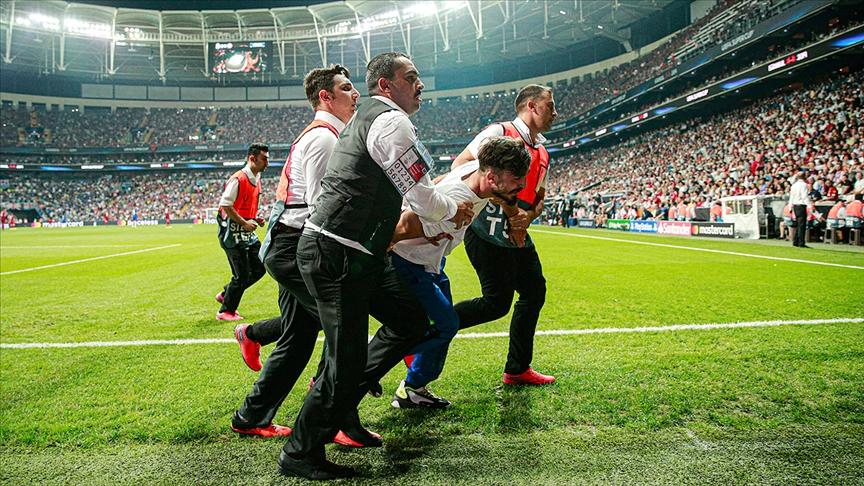 UEFA maçında sahaya giren sanığa 1 yıl 8 ay hapis cezası