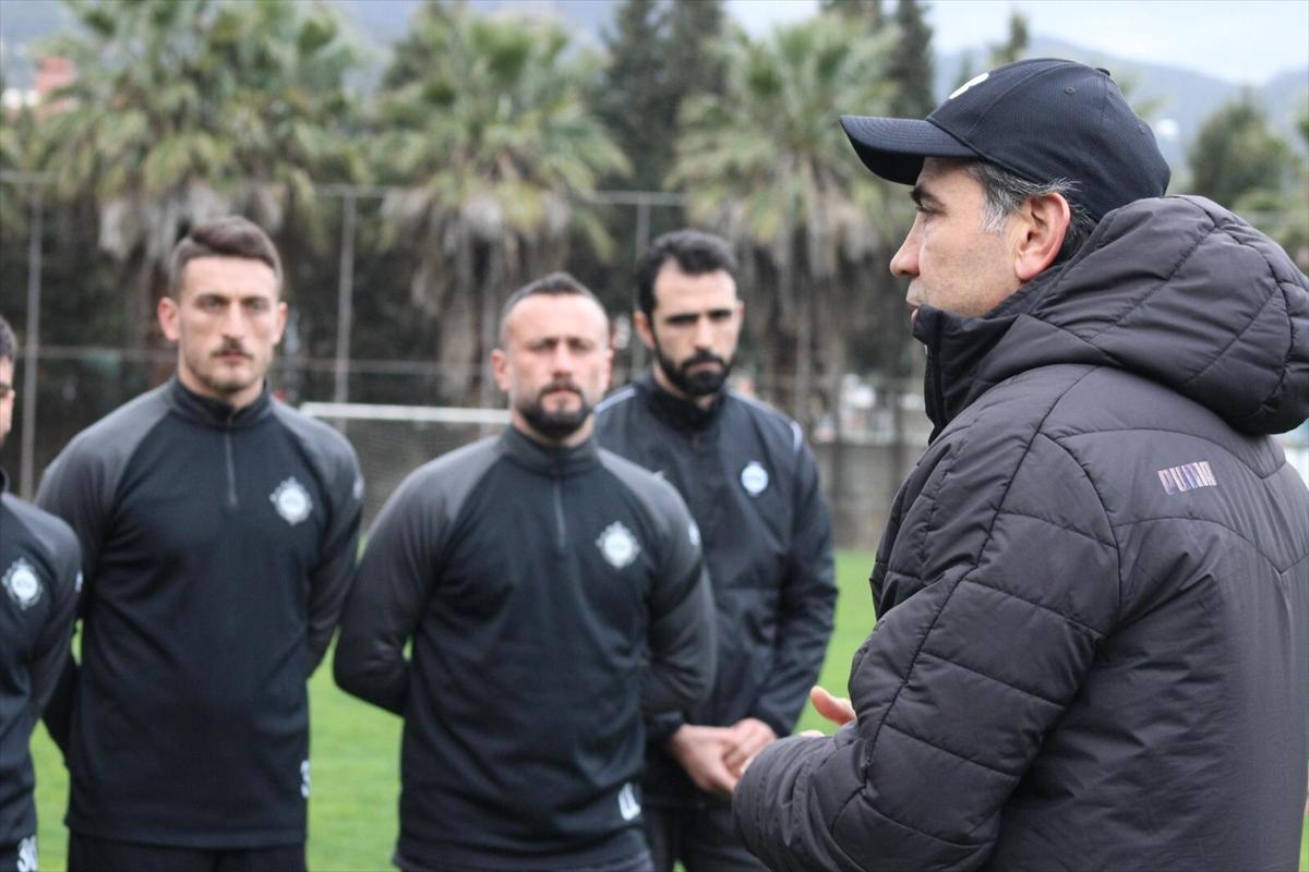 Teknik direktör Osman Özköylü, Altay'la ilk antrenmanına çıktı