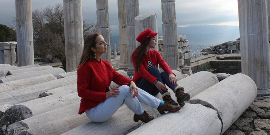 Bergama ünlü modacının tasarımlarına ilham kaynağı oldu