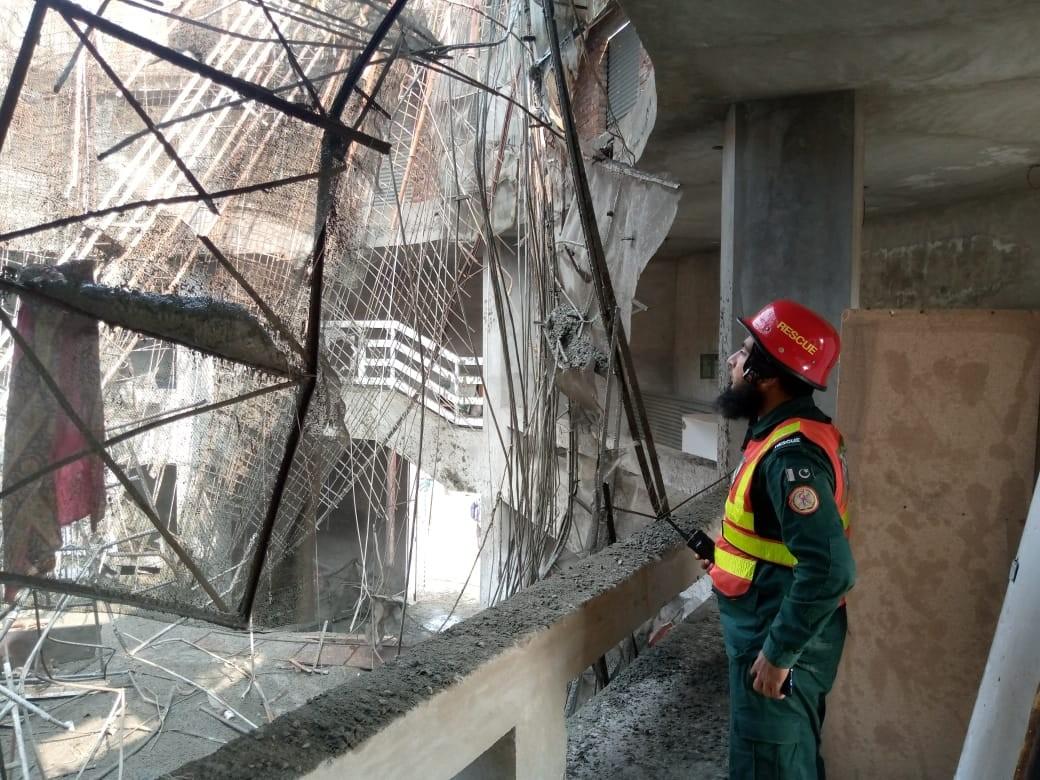 Pakistan'da inşaat halindeki caminin kubbesi çöktü: 3 ölü