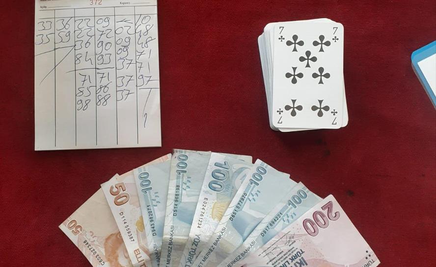 Muğla'da kumar oynayan ve Kovid-19 tedbirlerini ihlal eden 10 kişiye 40 bin lira ceza