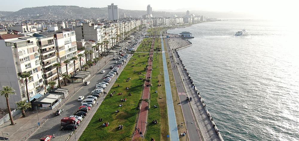 İzmir'de Kordon'un görüntüsü pandemi öncesini aratmadı