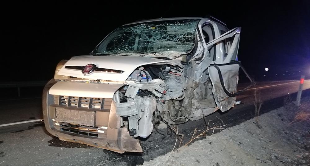 Kafaya kafaya çarpışıp metrelerce savrulan araçlar hurdaya döndü: 5 yaralı