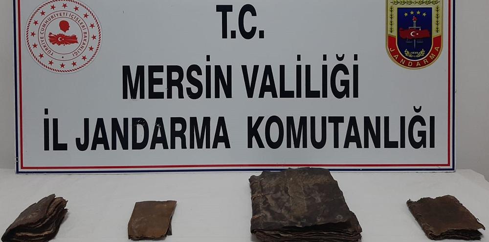 Mersin'de deri el yazmalı 4 kitap ele geçirildi