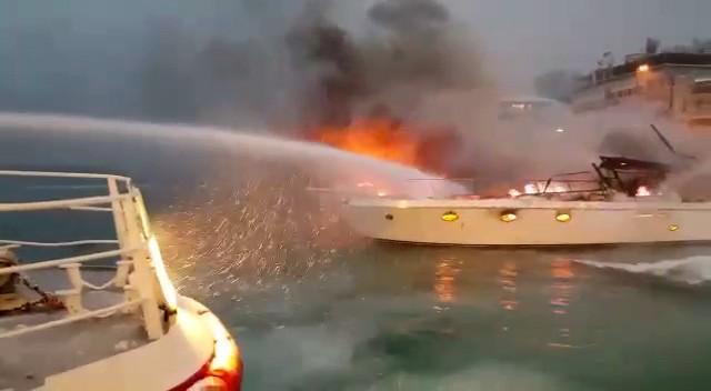 Bebek sahilinde 2 teknede yangın