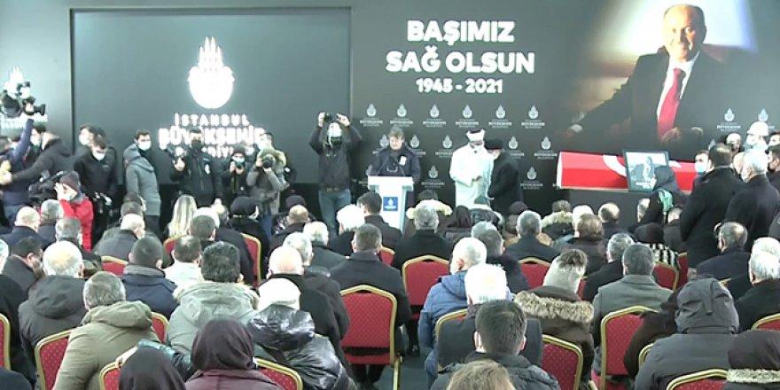 Kadir Topbaş için İstanbul Büyükşehir Belediyesi'nde tören düzenledi