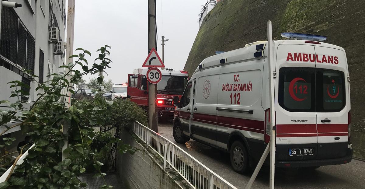 İzmir'de apartman boşluğuna düşen 77 yaşındaki kişi hayatını kaybetti