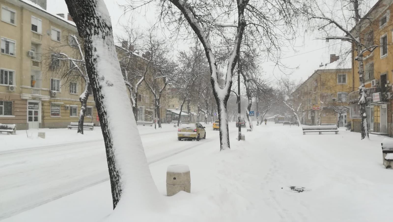 Bulgaristan'da kar yağışı nedeniyle Türkiye plakalı 30 tır mahsur kaldı